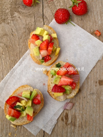 Bruschetta fragole avocado e cipolla for Fragole periodo