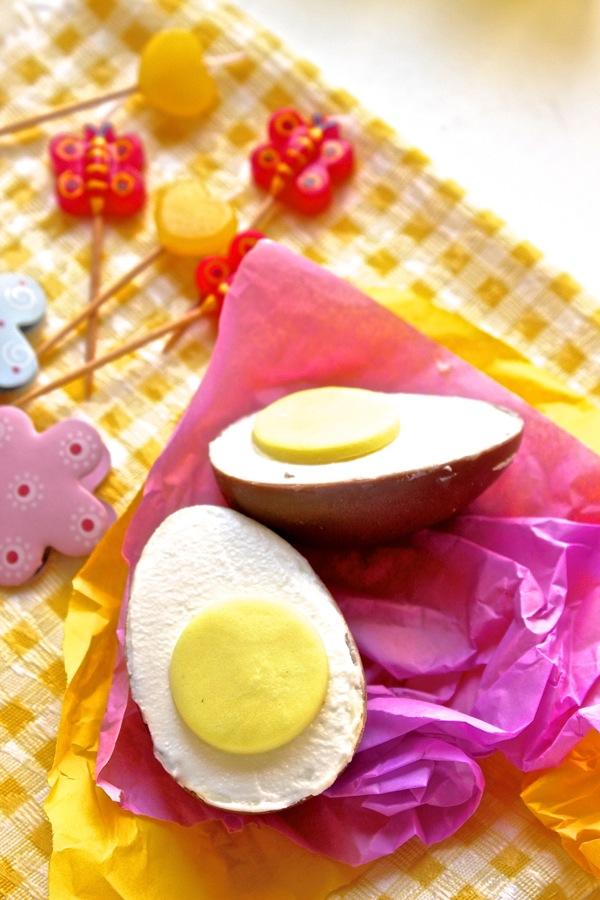 uovo al cioccolato ripieno di ricotta