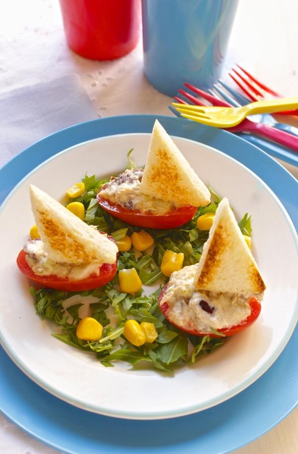 barchette di pomodori e tonno