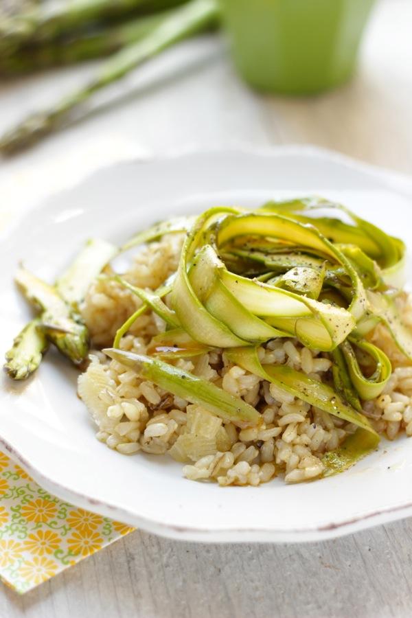 nastri di asparagi crudi e riso integrale