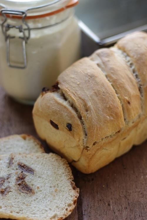 pane e fichi secchi con lievito madre