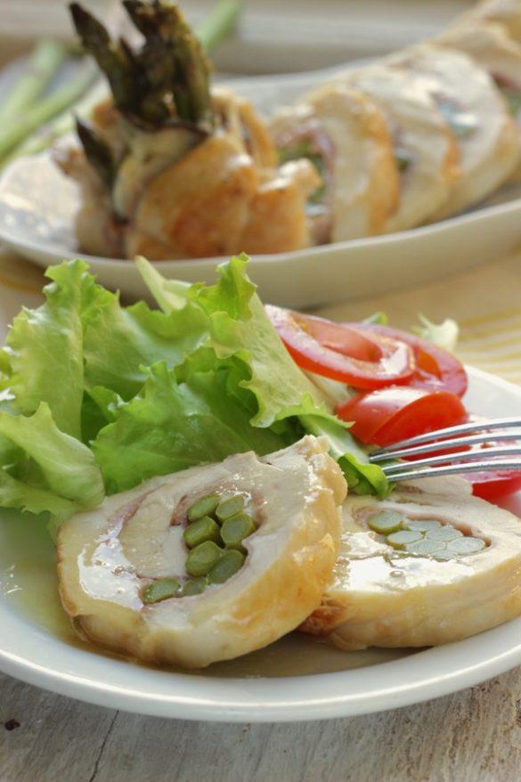 Mini rollè di pollo con asparagi