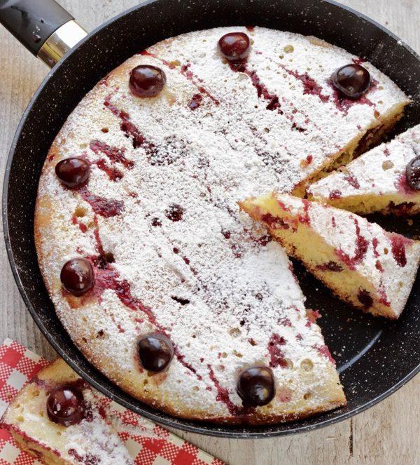 torta di ciliegie in padella