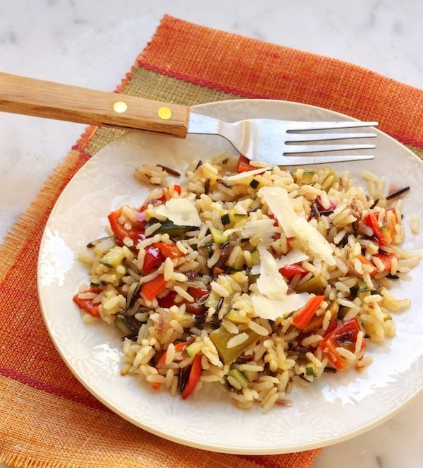 Insalata tiepida con riso, integrale, selvaggio, peperoni, cipolla e le ultime zucchine.