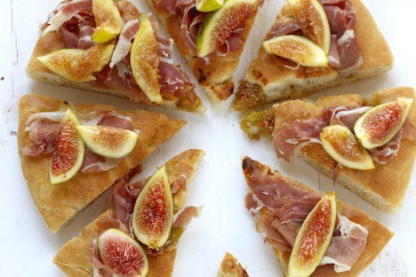 Pizza bianca con fichi e prosciutto